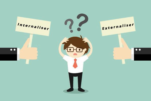Internaliser ou externaliser la gestion des paies.