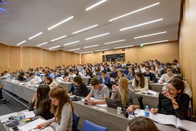 écoles de management en région parisienne.
